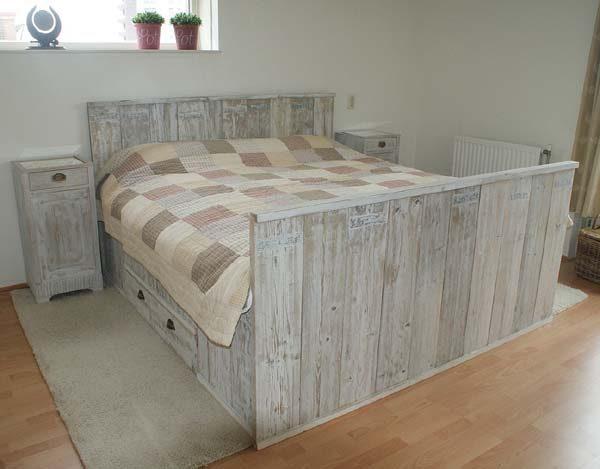 2 persoons bed met laden 1