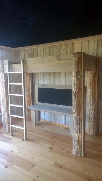 1 persoonsbed (hoogslaper) van steigerhout en dougleshout